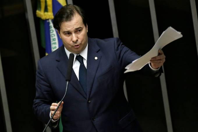 Maia diz que não vai definir prazo para votar cassação de Cunha