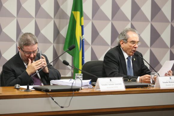Comissão aprova relatório favorável ao impeachment de Dilma Rousseff