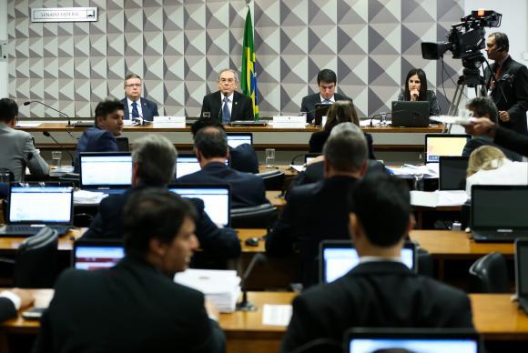 Relator pede julgamento de Dilma e diz que crise é fruto de expansão de gastos