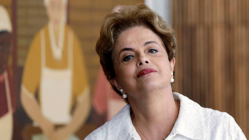 Senado aprova jugalmento e Dilma vira ré no impeachment