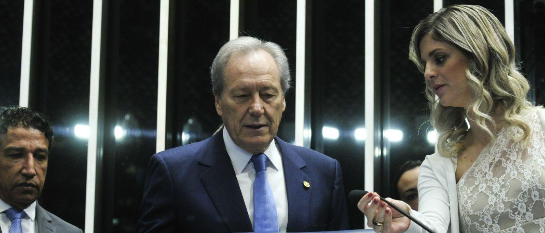 Senado está reunido para decidir se Dilma deve ir a julgamento