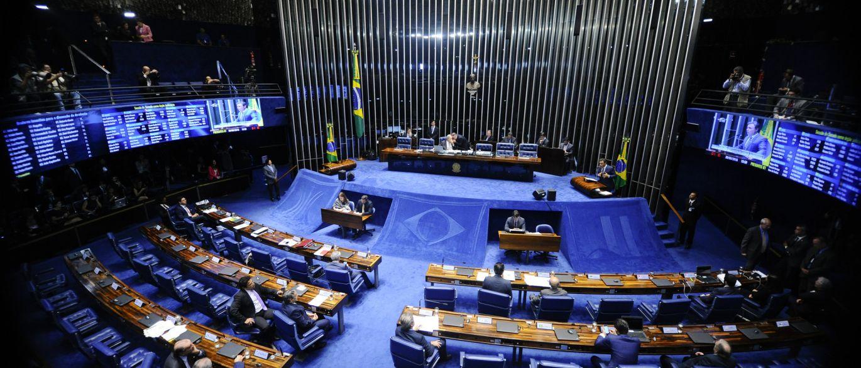 Senadores chegam para sessão final do impeachment