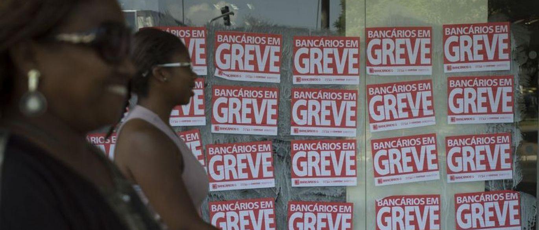 Bancários de todo o país entram em greve nesta terça-feira