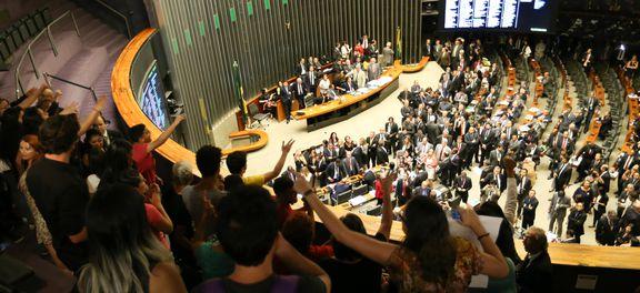 Brasília - Presidente da Câmara, Rodrigo Maia manteve manifestantes nas galerias, contanto que não se manifestem com palavras desrespeitosas contra os deputados favoráveis à PEC241 (Fabio Rodrigues Pozzebom/Agência Brasil)